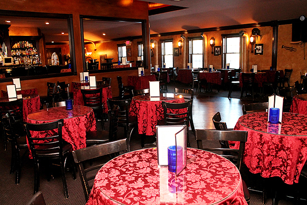 Intimate Tables, Spacious Decor